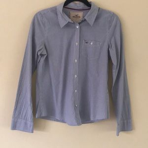 Hilo's tee blue and white button up shirt